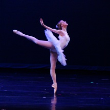 Ballet dancer on pointes